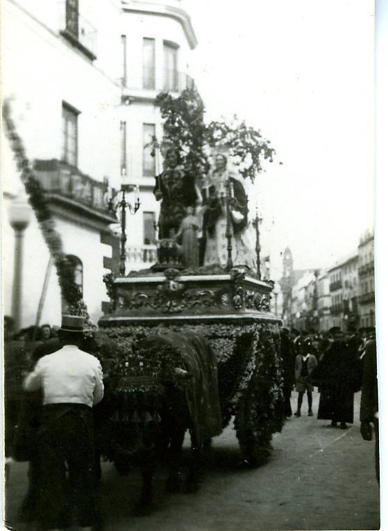 Procesión de San Isidro.La desaparecida Iglesia de San Isidro estaba situada en la esquina de la calle La taza con la calle La Vega.